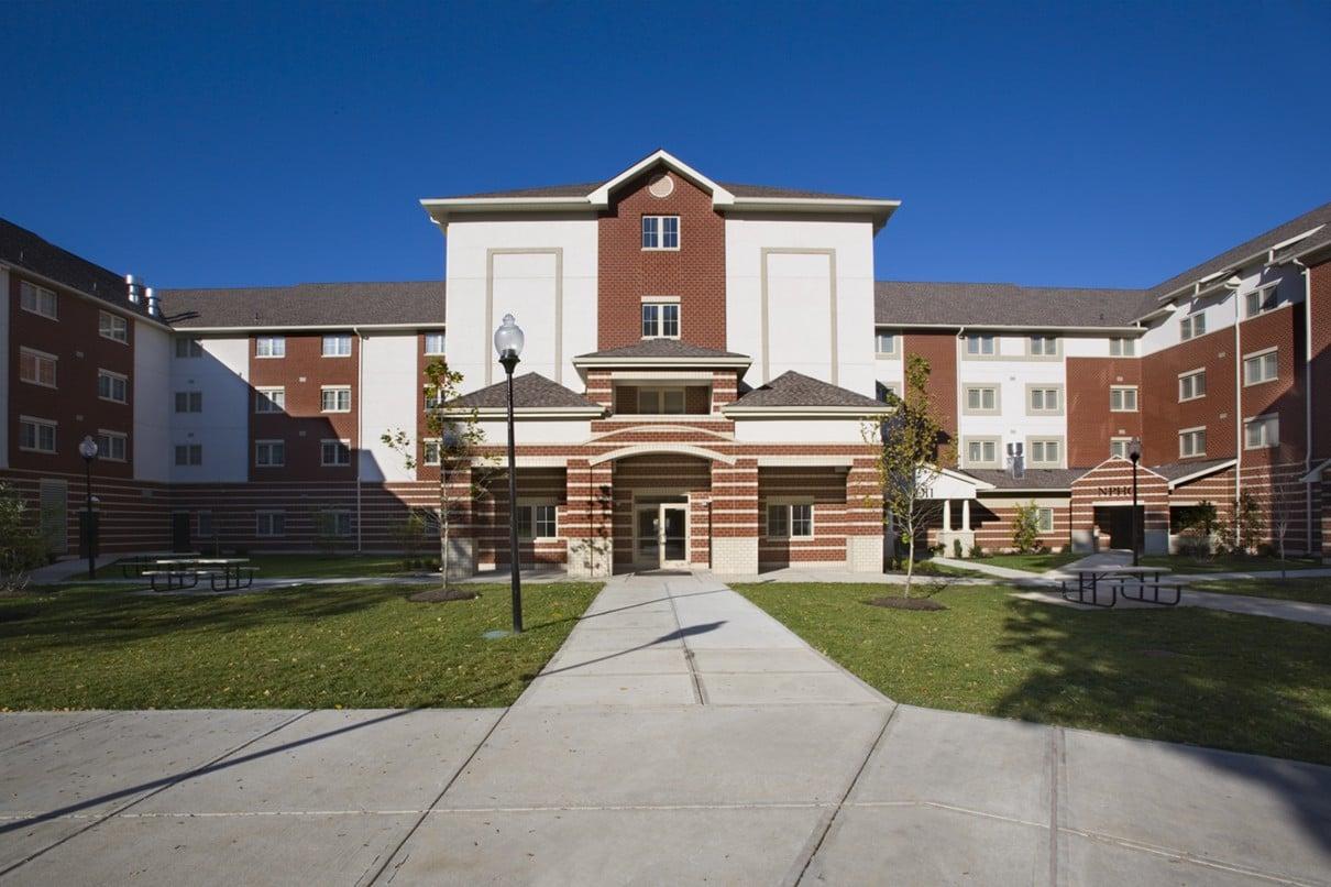 university-of-louisville-community-park-student-housing-courtyard