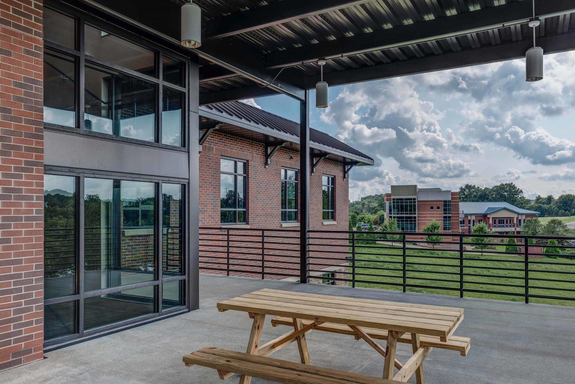 donan-engineering-new-headquarters-office-building-exterior-patio