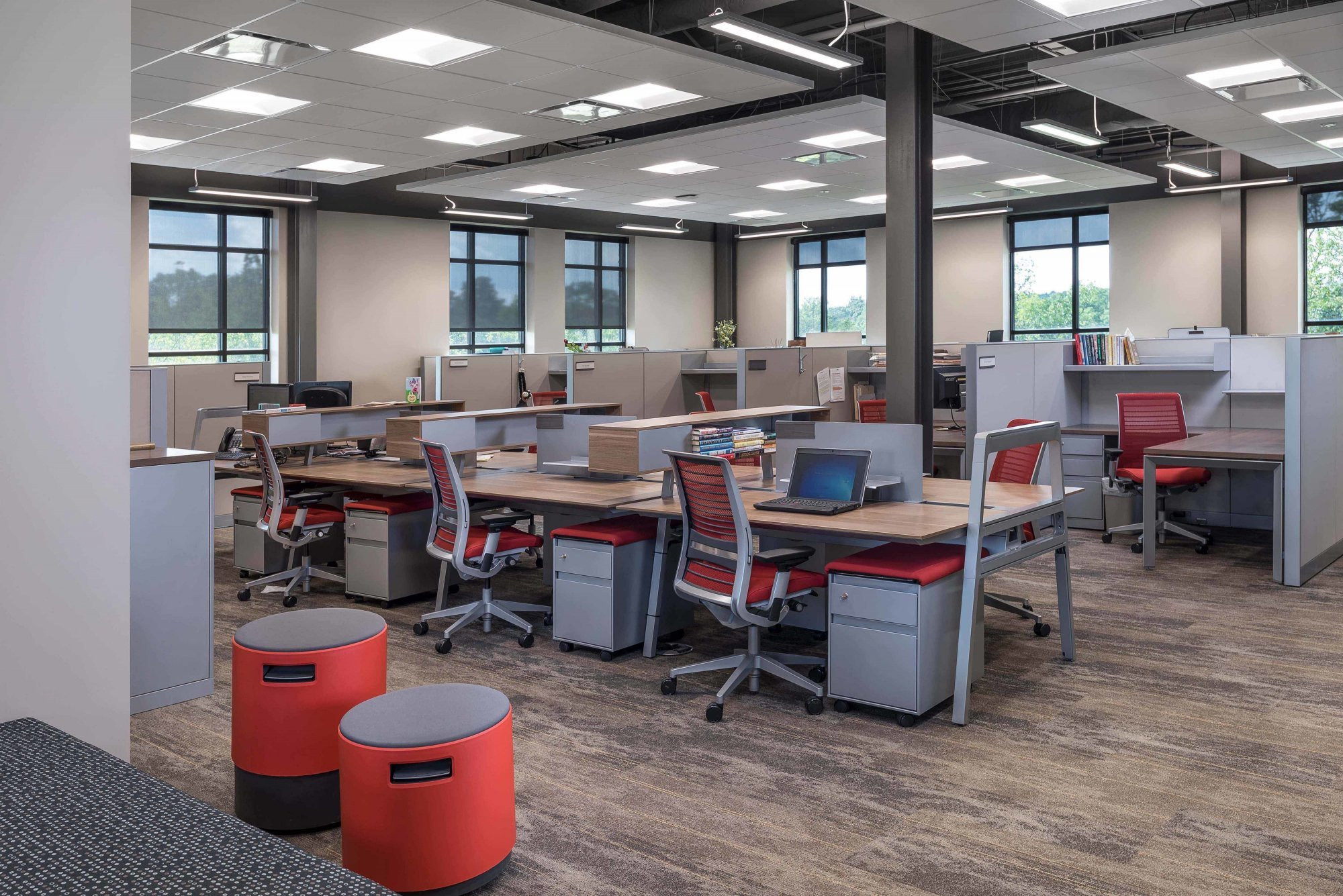 donan-engineering-new-headquarters-office-building-interior-cubicals