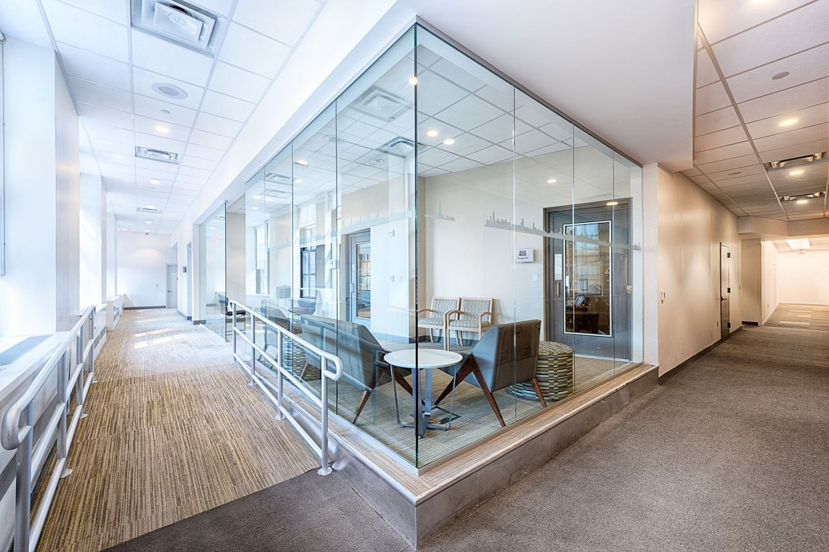 elvis-duran-studio-meeting-room