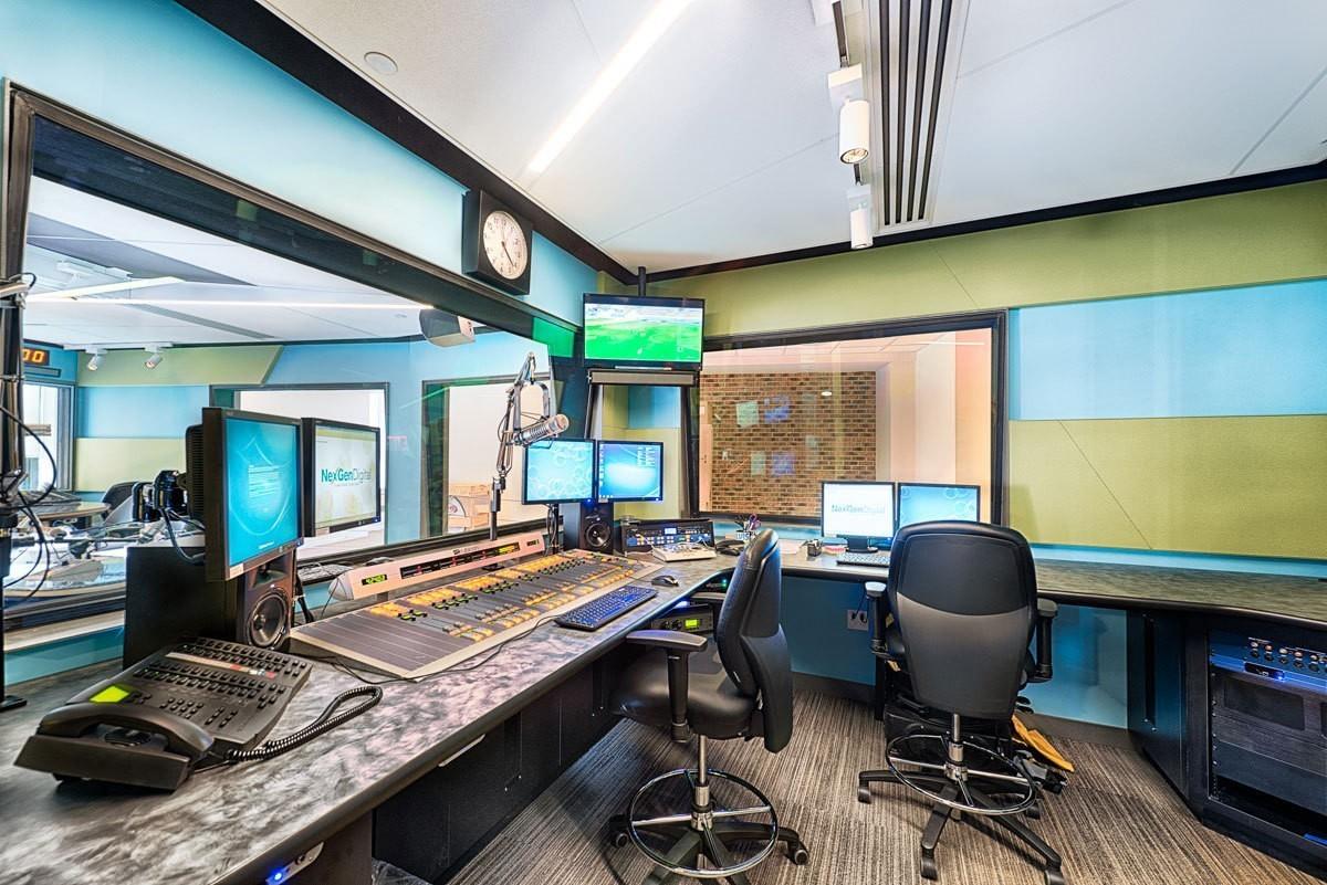 elvis-duran-studio-sound-booth