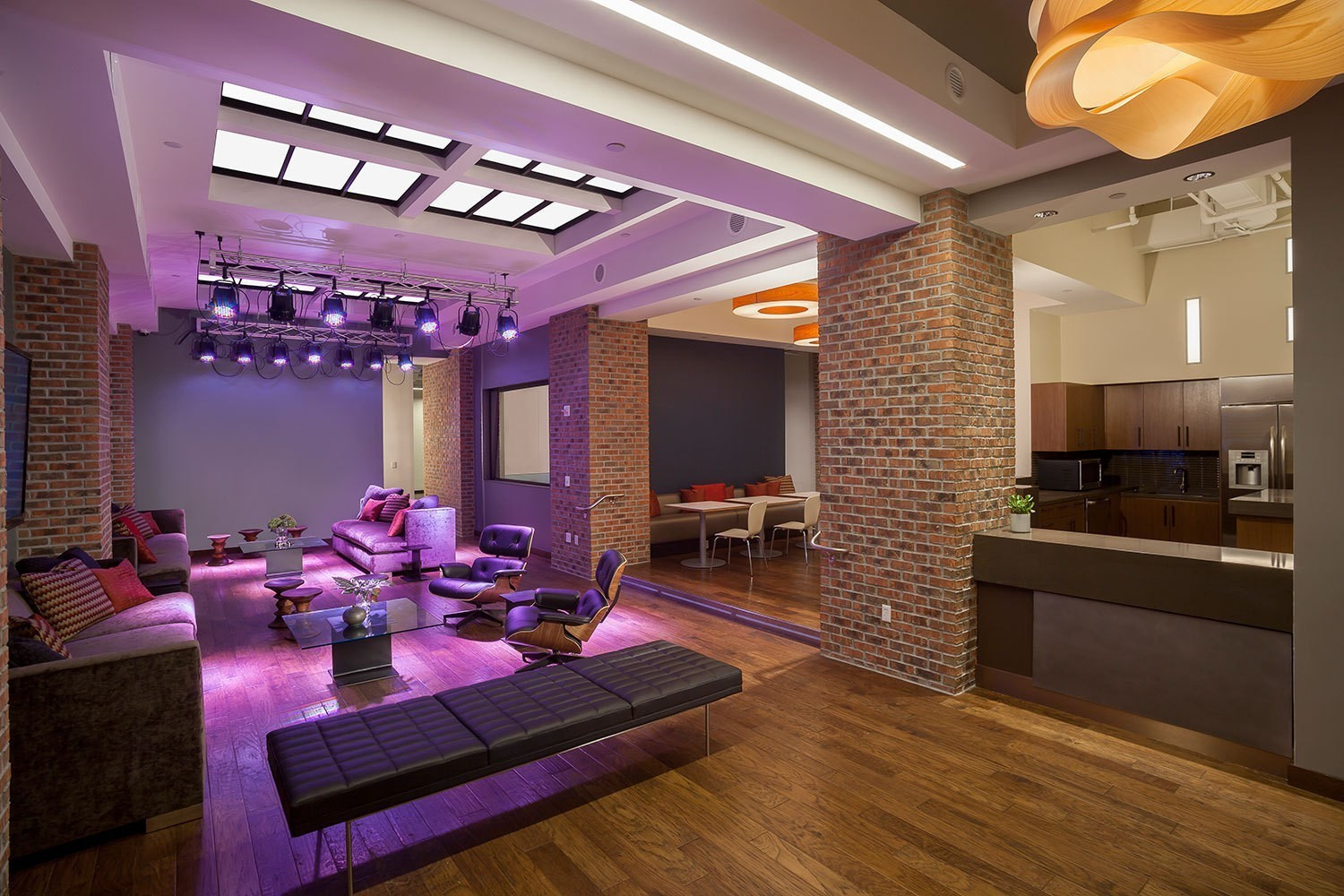 iheart-media-corporate-offices-lounge