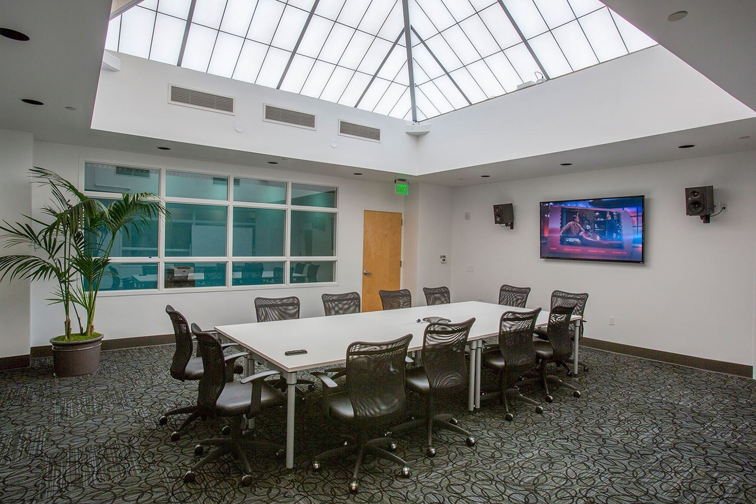 iheart-media-office-studio-renovation-sanfrancisco-conference-room