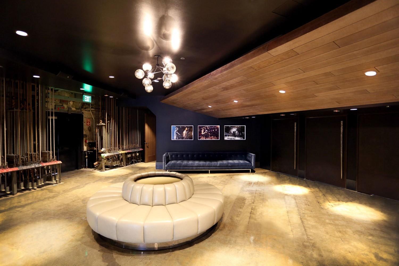 iheart-radio-theater-losangeles-lounge