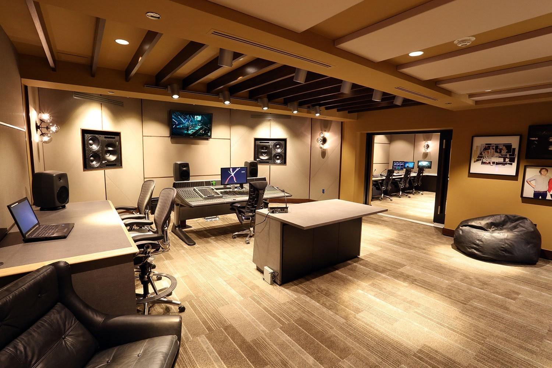 iheart-radio-theater-losangeles-sound-room