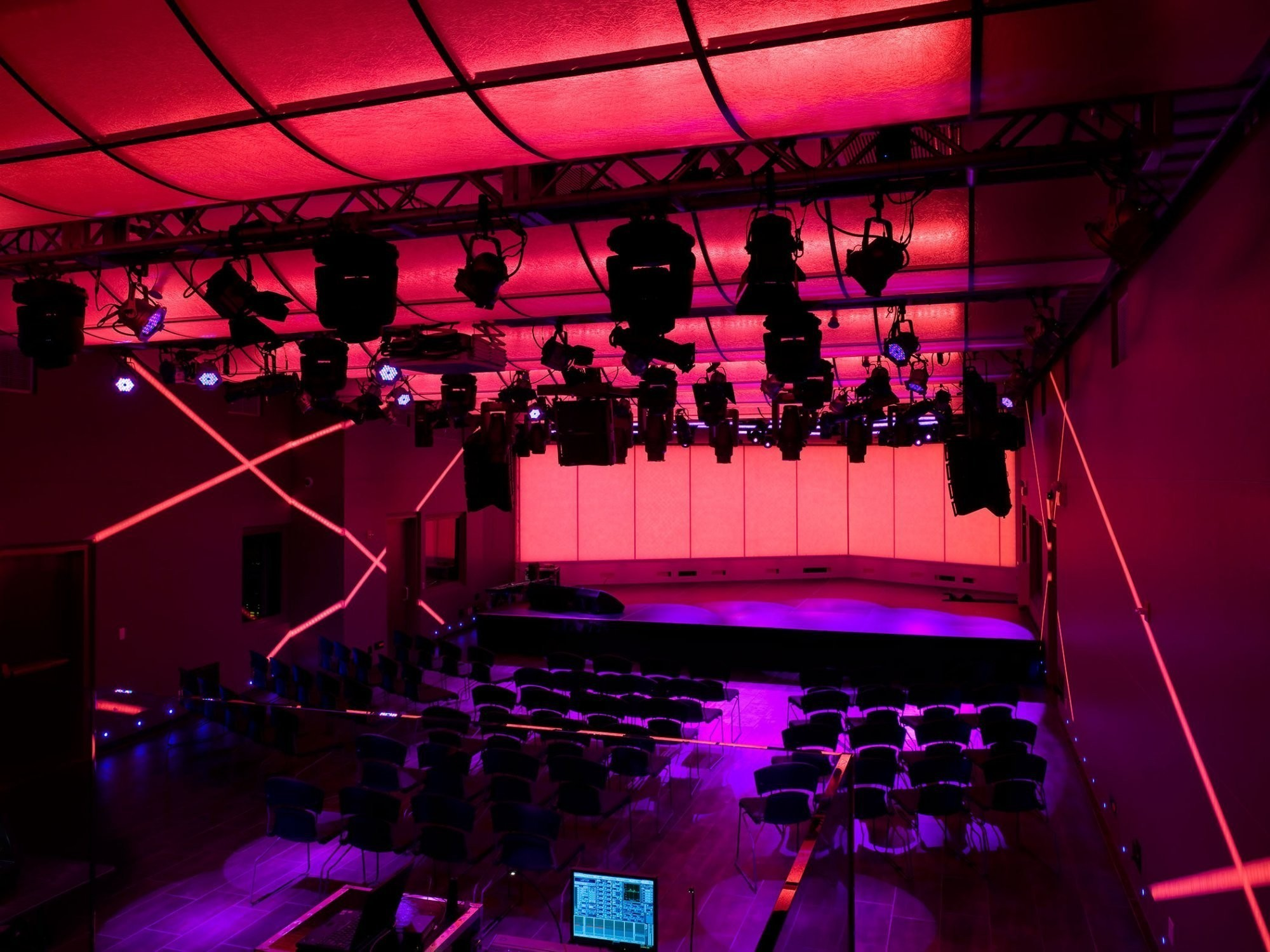 iheart-radio-theater-newyork-stage