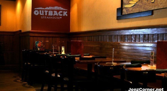 outback-steakhouse-dining-area-booth