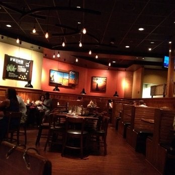outback-steakhouse-dining-area