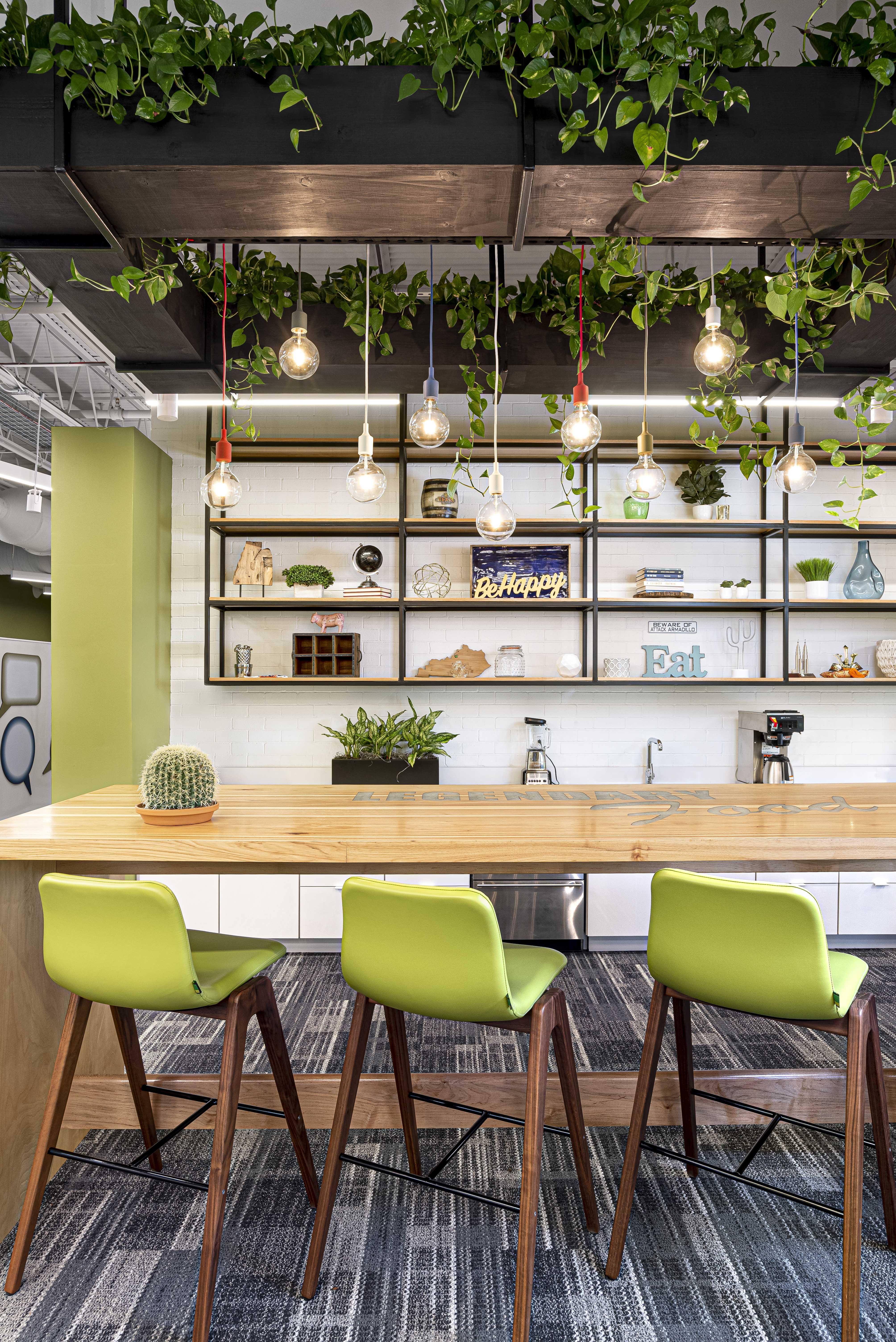 texas-roadhouse-office-green-bar