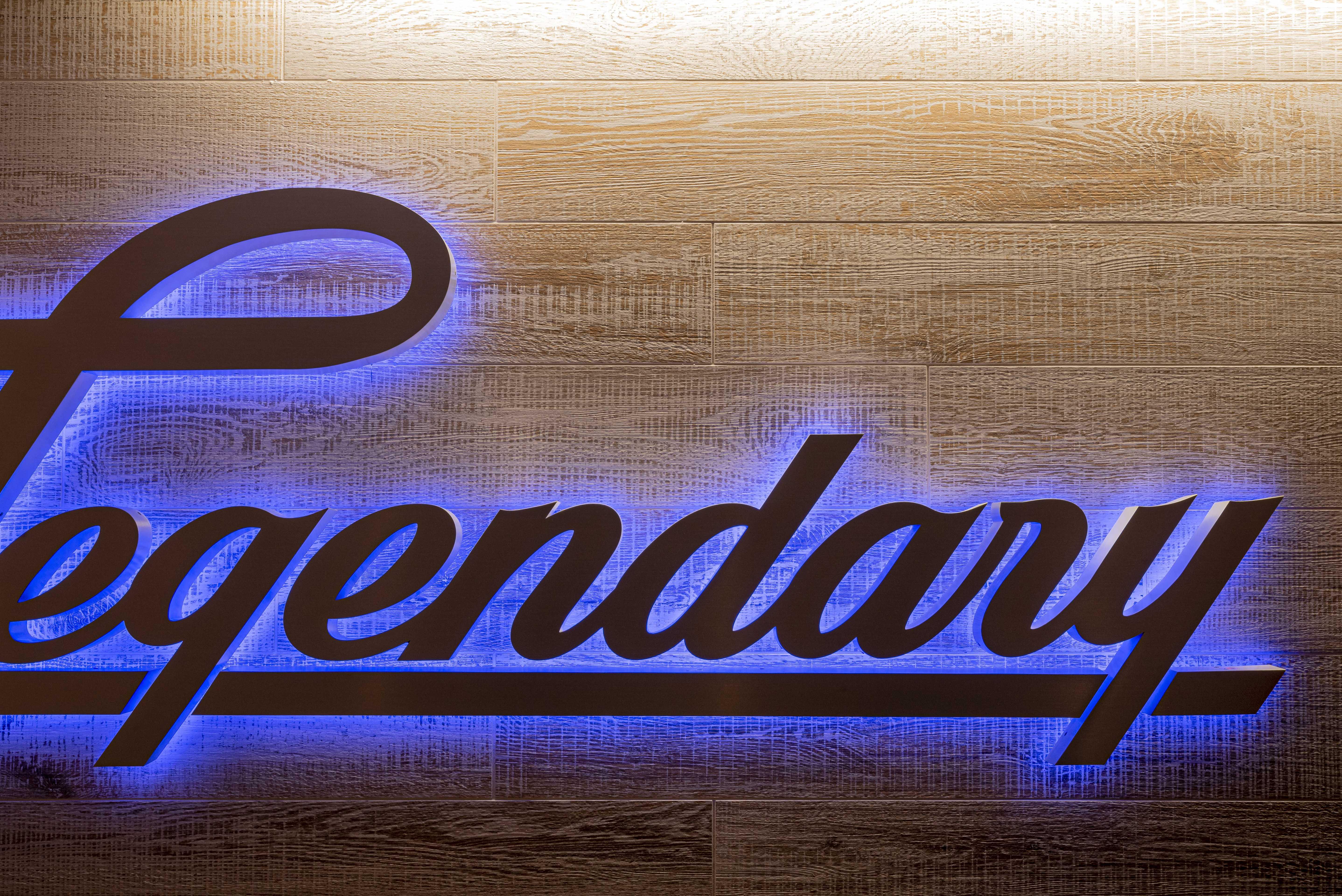 texas-roadhouse-office-legendary-sign