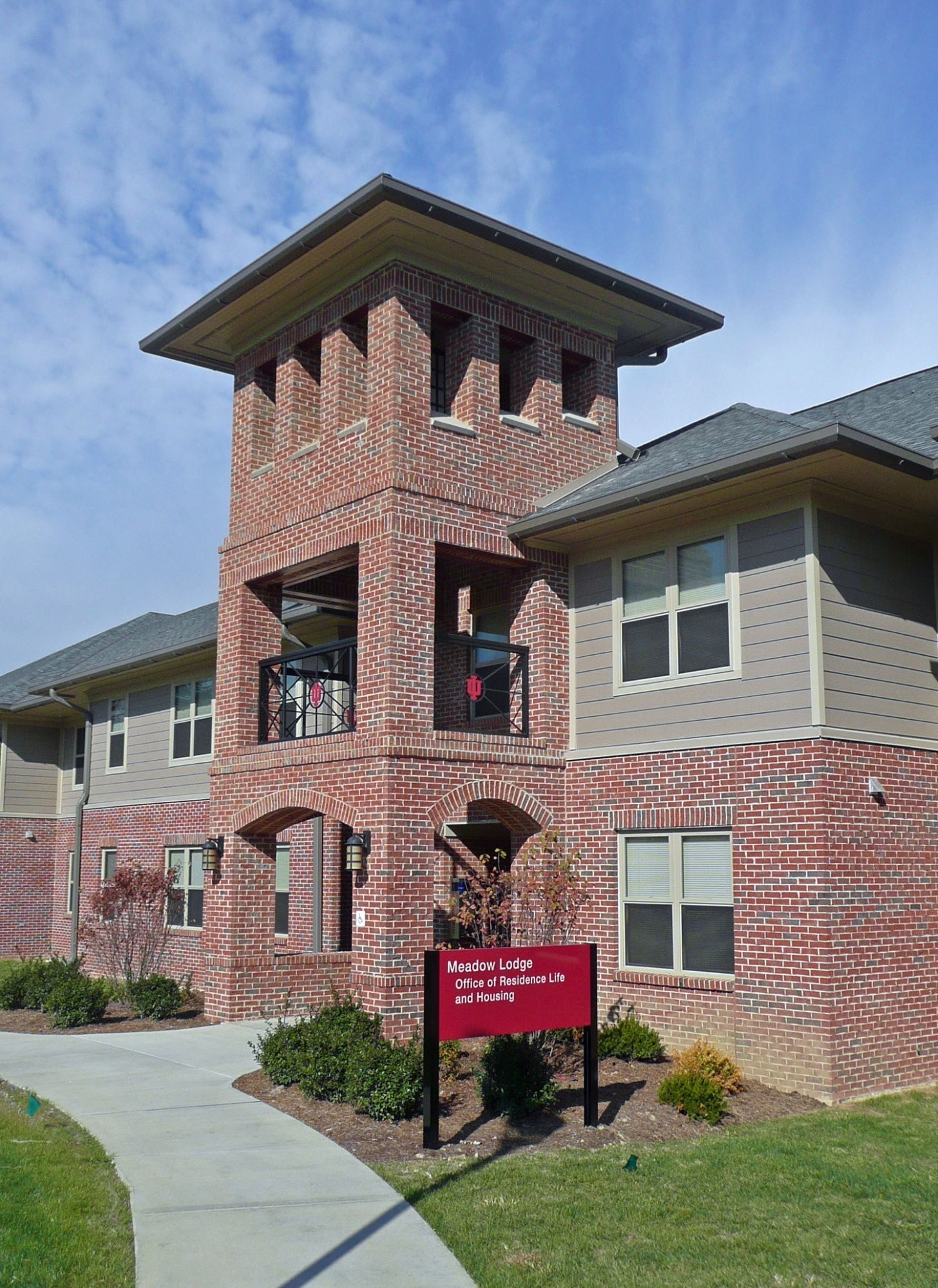 indiana-university-southeast-student-lodges-exterior-entrance-day