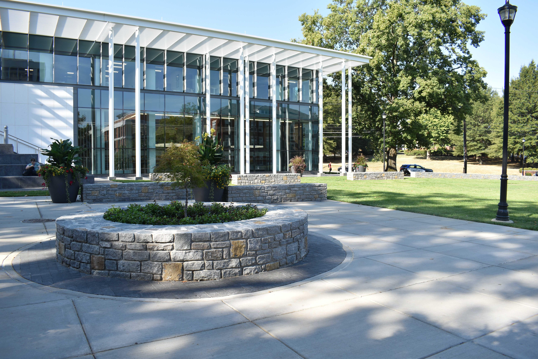 university-of-kentucky-memorial-hall-circular-landscape-divider