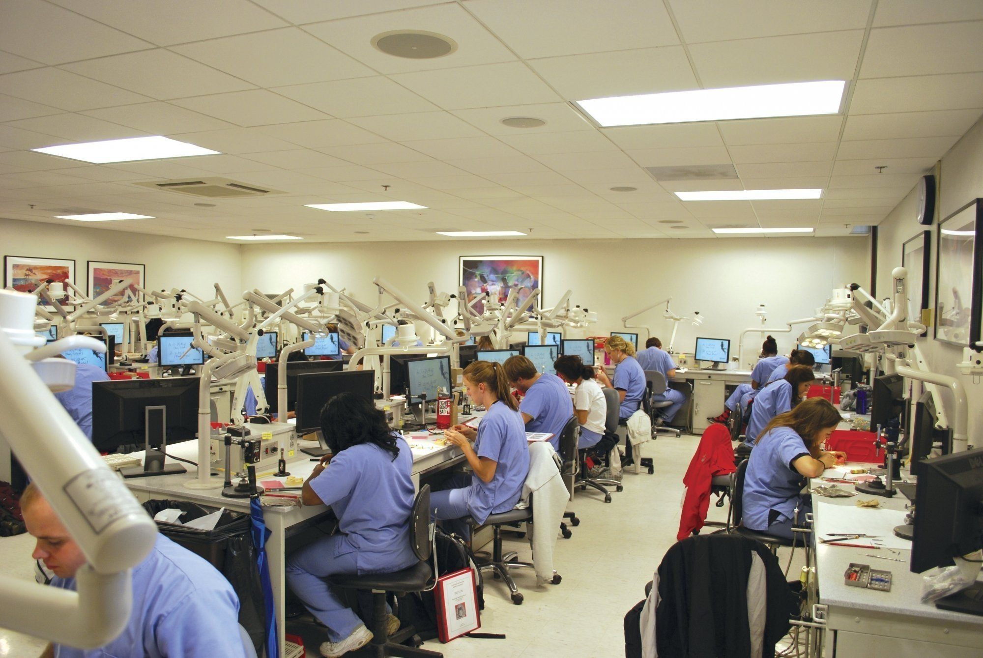 university-of-louisville-school-of-dentistry-classroom-students