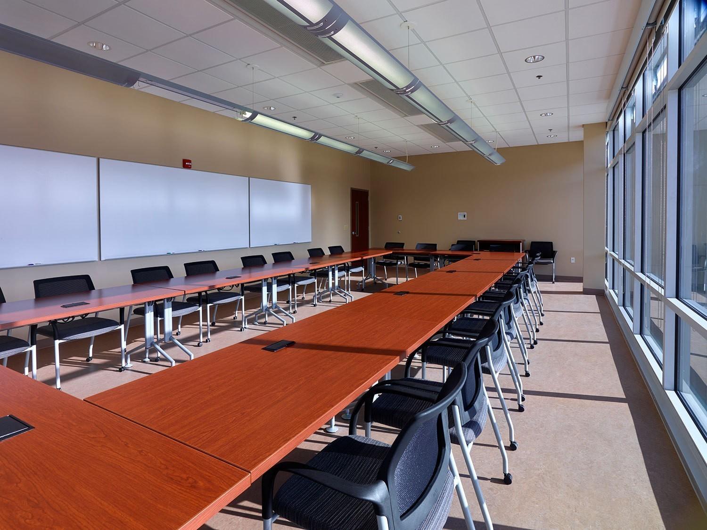 corporate-administrative-building-collaborative-conference-room