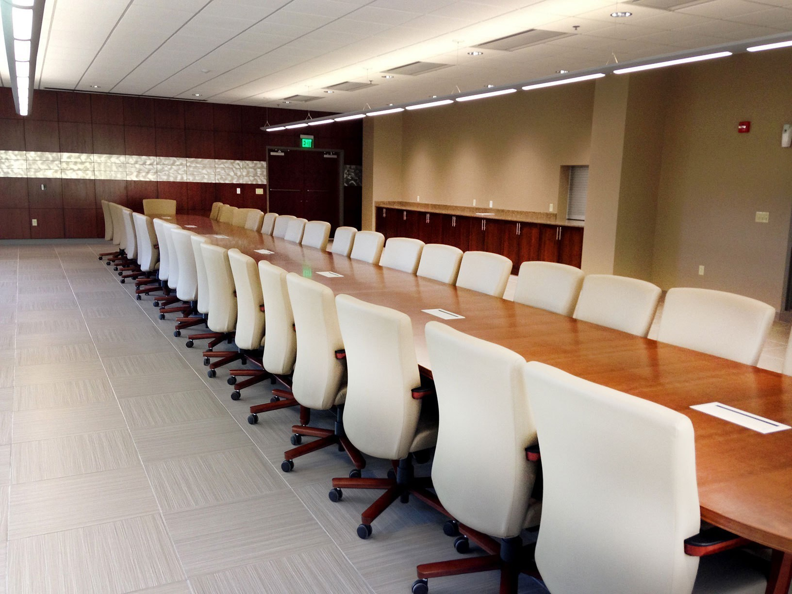 corporate-administrative-building-large-conference-room